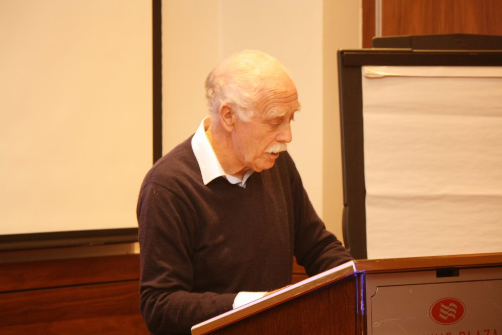 Larry Breen, FLHS, introduces Padraig Yeates - Photo: Pat Devlin