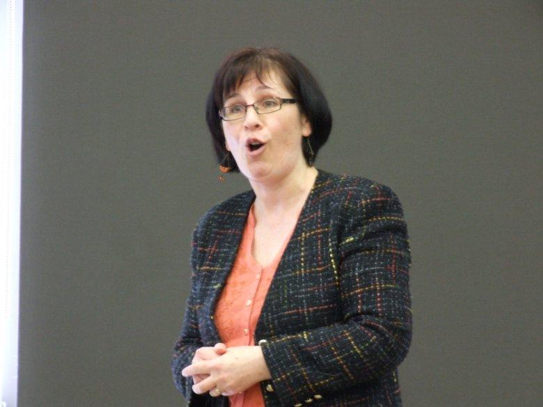 Dr Johanne Devlin